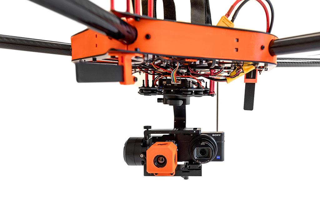 Dron con cámara termográfica radiométrica
